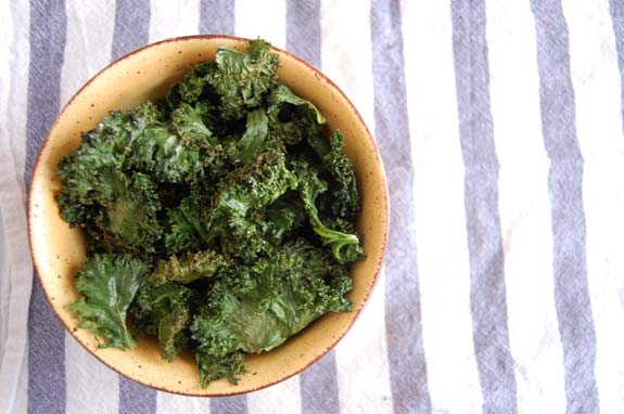 How to Make Quick & Easy Kale Chips | Paleo Grubs