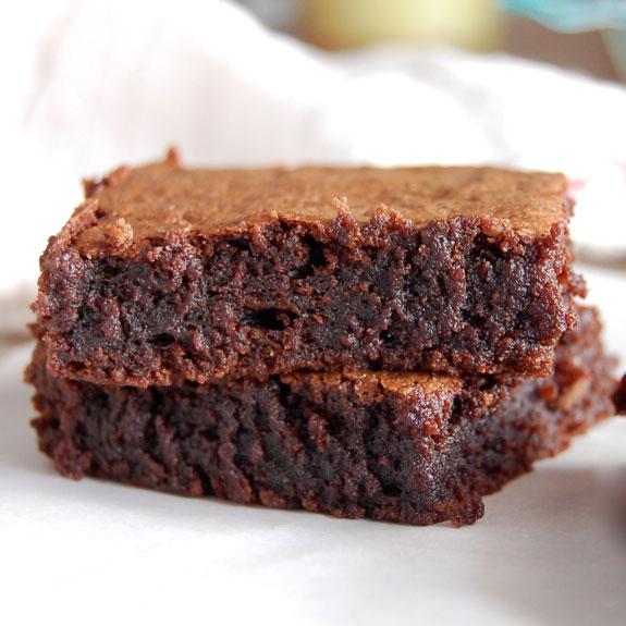 Gooey, Chocolaty Brownies- ¡Esta es mi receta favorita de brownie! Los hago todo el tiempo y todos los aman.