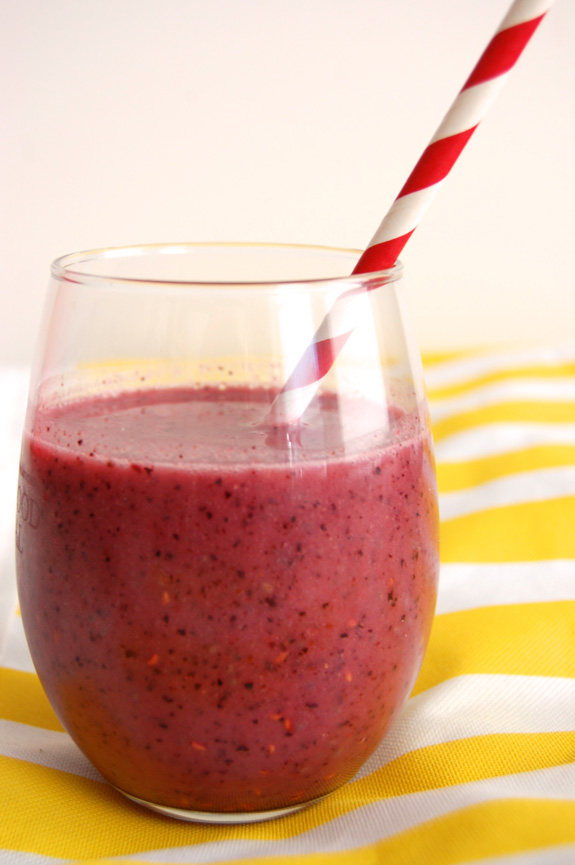 Antioxidant Berry Shake- super healthy & full of vitamins. You need to try this!