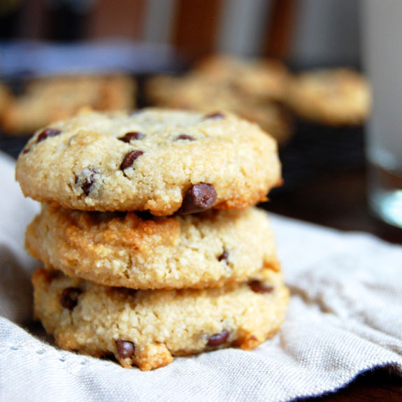 Simple Chocolate Chip Cookies- so delicious and ridiculously easy to ...