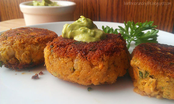 Salmon Cakes With Cilantro Lime Avocado Remoulade