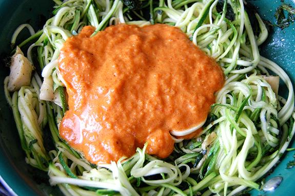 zucchini pasta with pepper pesto