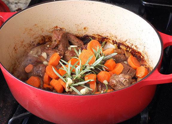 cooking the stewed lamb