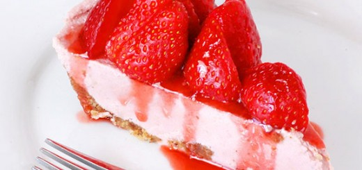 "No Bake Paleo Strawberry ""Cheesecake""- holy moly! Never knew you could make such a creamy strawberry cheesecake with Paleo. SO GOOD! You need to try this."