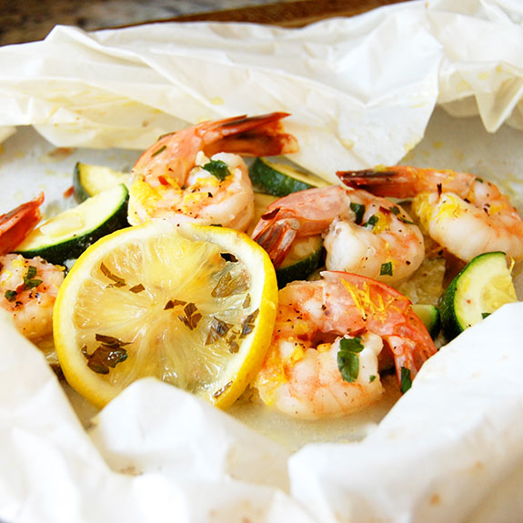 Shrimp Baked in Parchment Paper (Shrimp en Papillote)- this is for shrimp lovers! It is healthy, garlicky, lemony shrimp heaven.