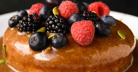 Caramel-and-Vanilla-Cheesecake-With-Fresh-Berries