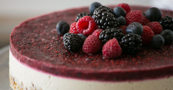Raw-Mixed-Berry-and-Vanilla-Bean-Cheesecake