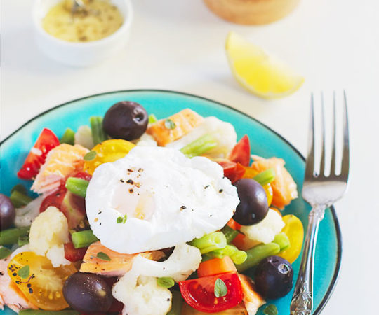 One of my guilty pleasures that is actually very healthy! This delicious salmon salad with a poached egg will make you feel like your cheating on your diet, but is actually really good for you. It is packed with protein, healthy fat and vitamins.