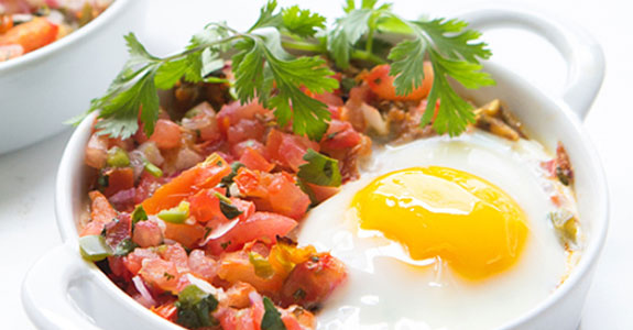 Baked-Eggs-With-Shredded-Chicken-and-Salsa