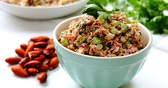 Flaked-Tuna-and-Almond-Salad