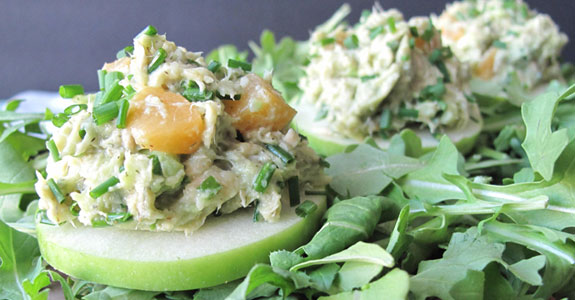 Peaches-and-Tuna-Salada-With-Arugula