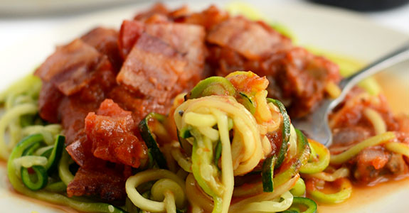 Zoodle-Pasta-With-Mushroom-and-Onion-Marinara-and-Bacon