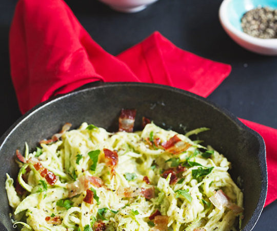 Alfredo sauce without the guilt? Win! Try our dairy-free cauliflower alfredo sauce with zucchini pasta and you'll see just how easy it is to get a low carb, full-flavored meal helps you reach your goals.