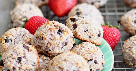 Strawberry Chocolate Chip Macaroons