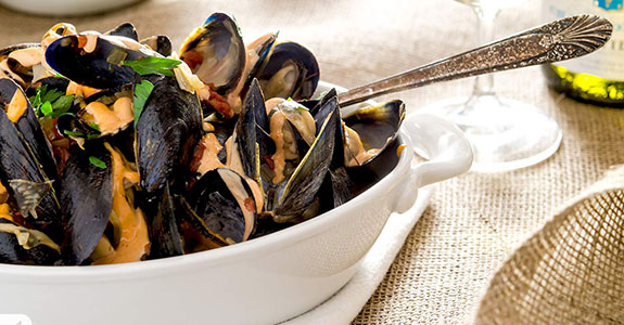 Mussels With Fennel and Tomato Broth
