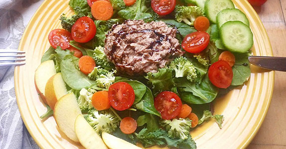 Sweet and Crunchy Paleo Balsamic Tuna Salad