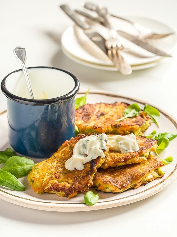 Mmmm, fritters! Crispy on the outside, warm on the inside and packed with healthy veggies, these zucchini fritters are a must try!