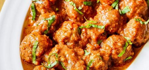 Get ready for a Paleo Italian feast with these slow cooker Italian Meatballs.