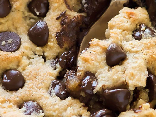 Deep Dish Salted Caramel Chocolate Chip Blondies