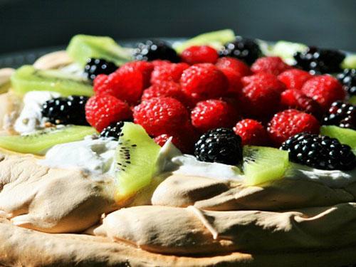 Paleo Pavlova Cake