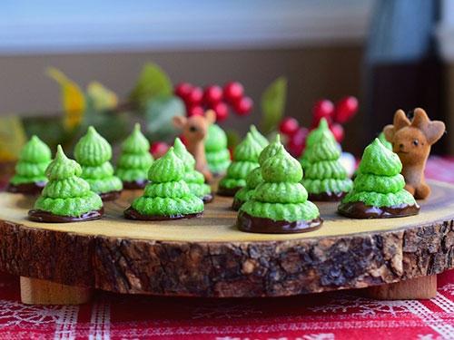 Paleo Peppermint Meringue Christmas Trees