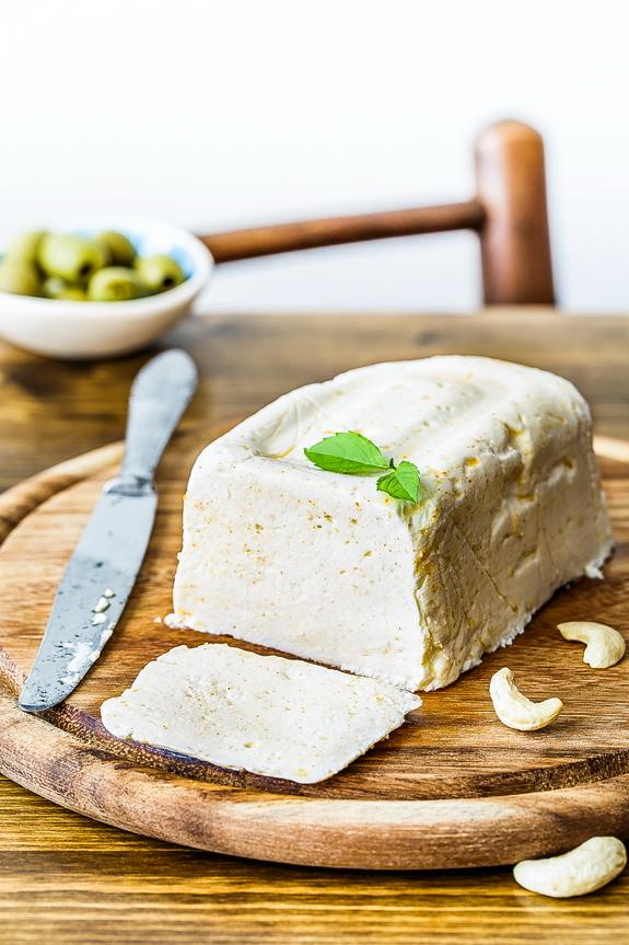 ¡El queso Paleo es un gran ingrediente para una hamburguesa clásica de California!