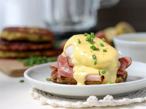 Zucchini Fritter Eggs Benedict With Prosciutto and Tomato