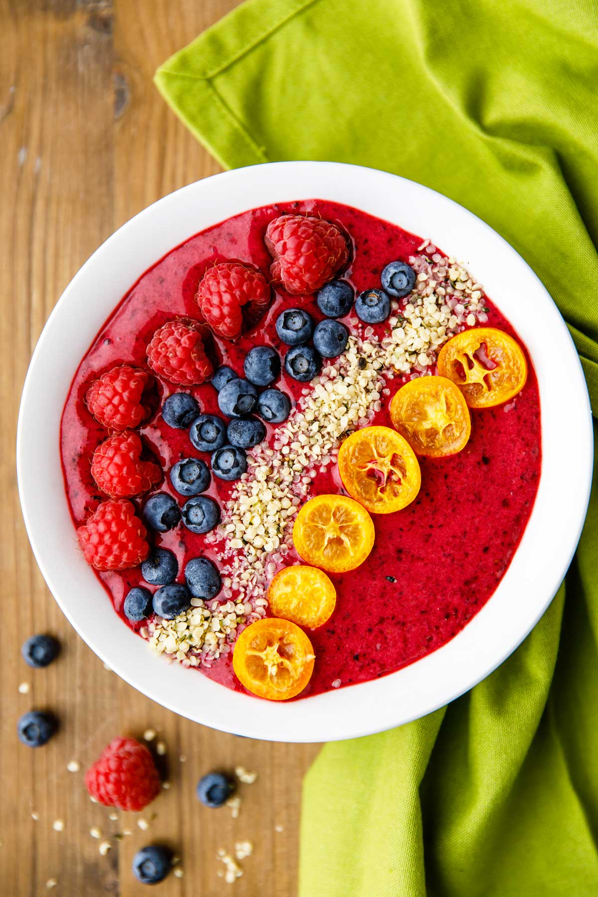 berry paleo smoothie bowl