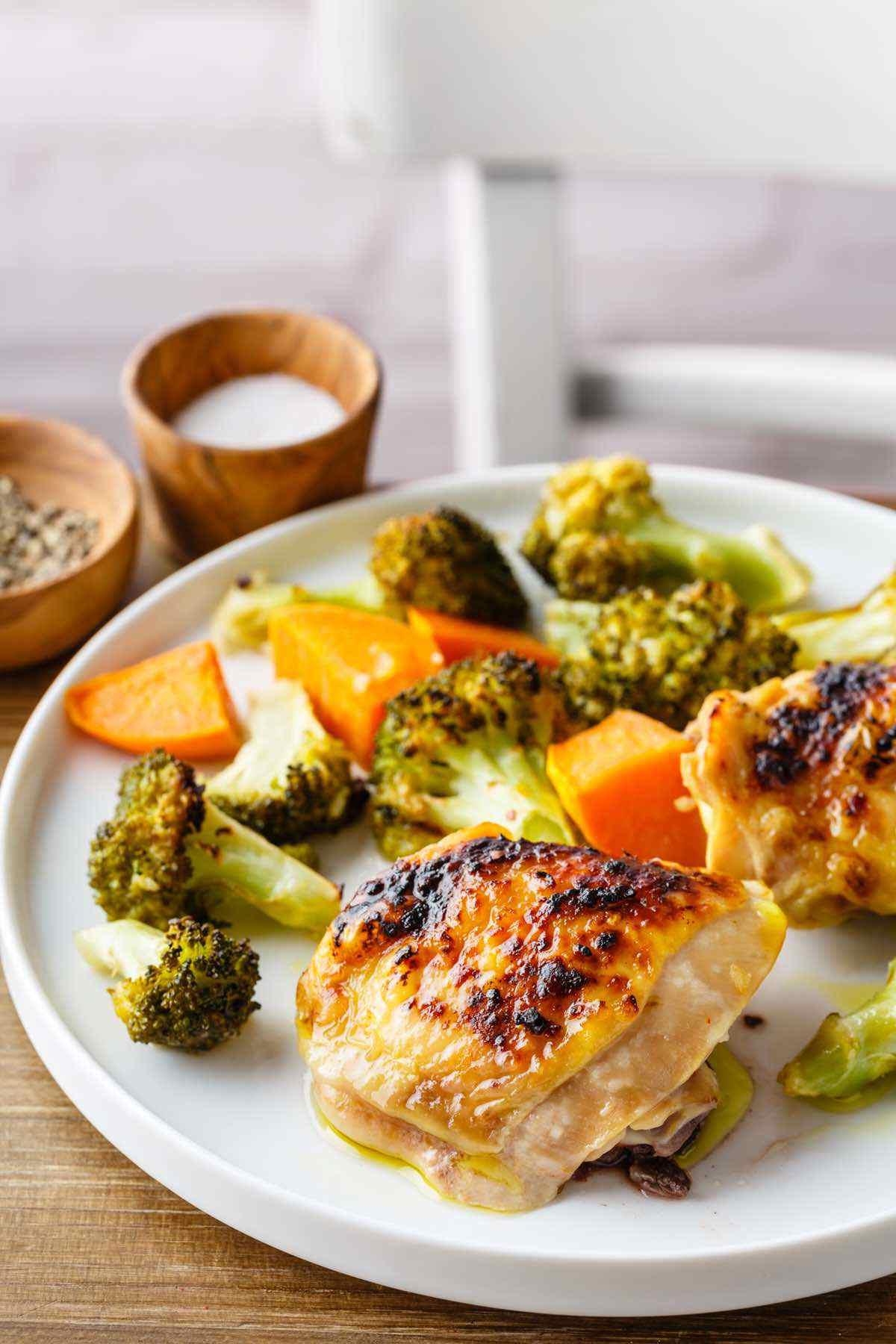 paleo one sheet chicken thigh broccoli recipe