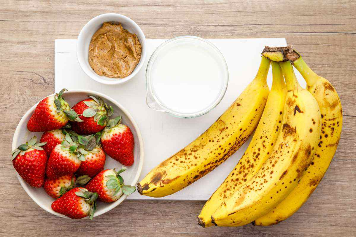 almond butter bananas strawberries