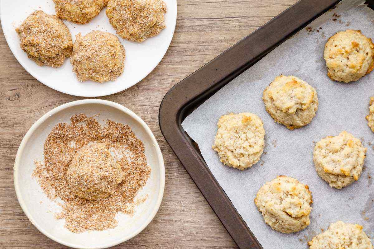 coating cookies with cinnamon and sugar