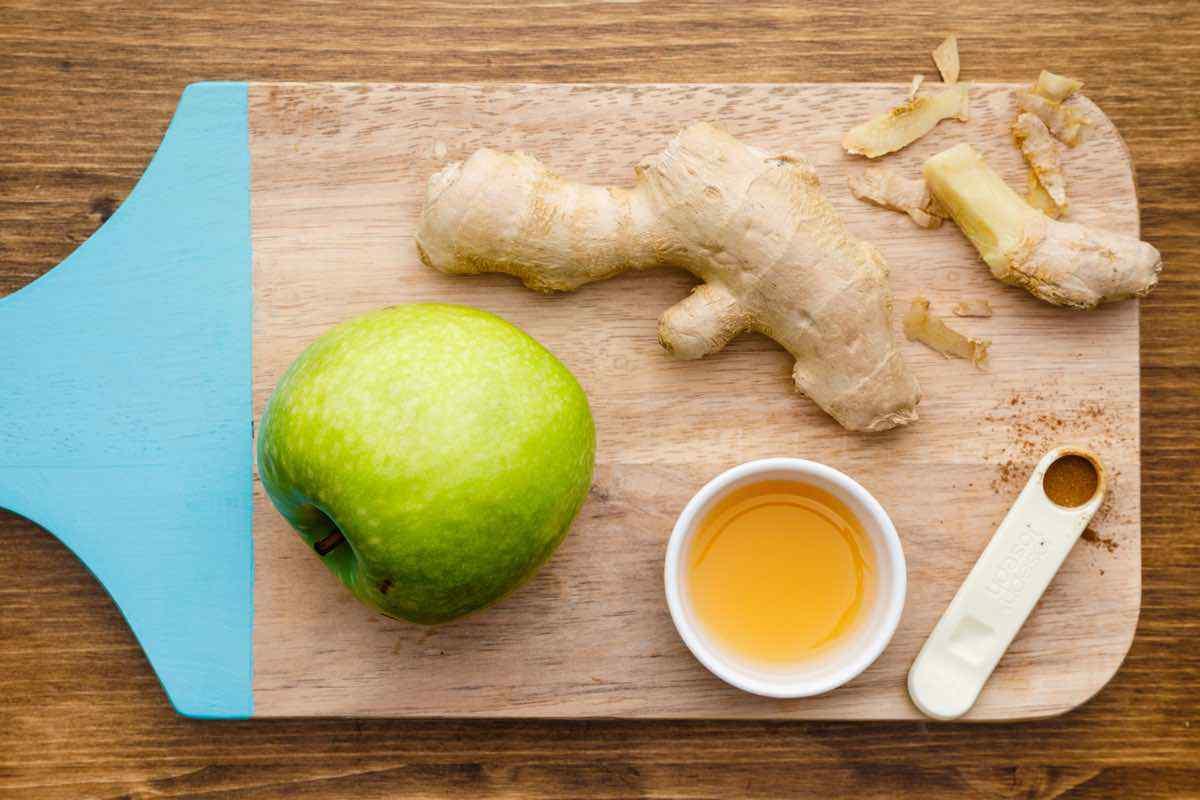 Ingredientes de chupito de vinagre de sidra de manzana de jengibre