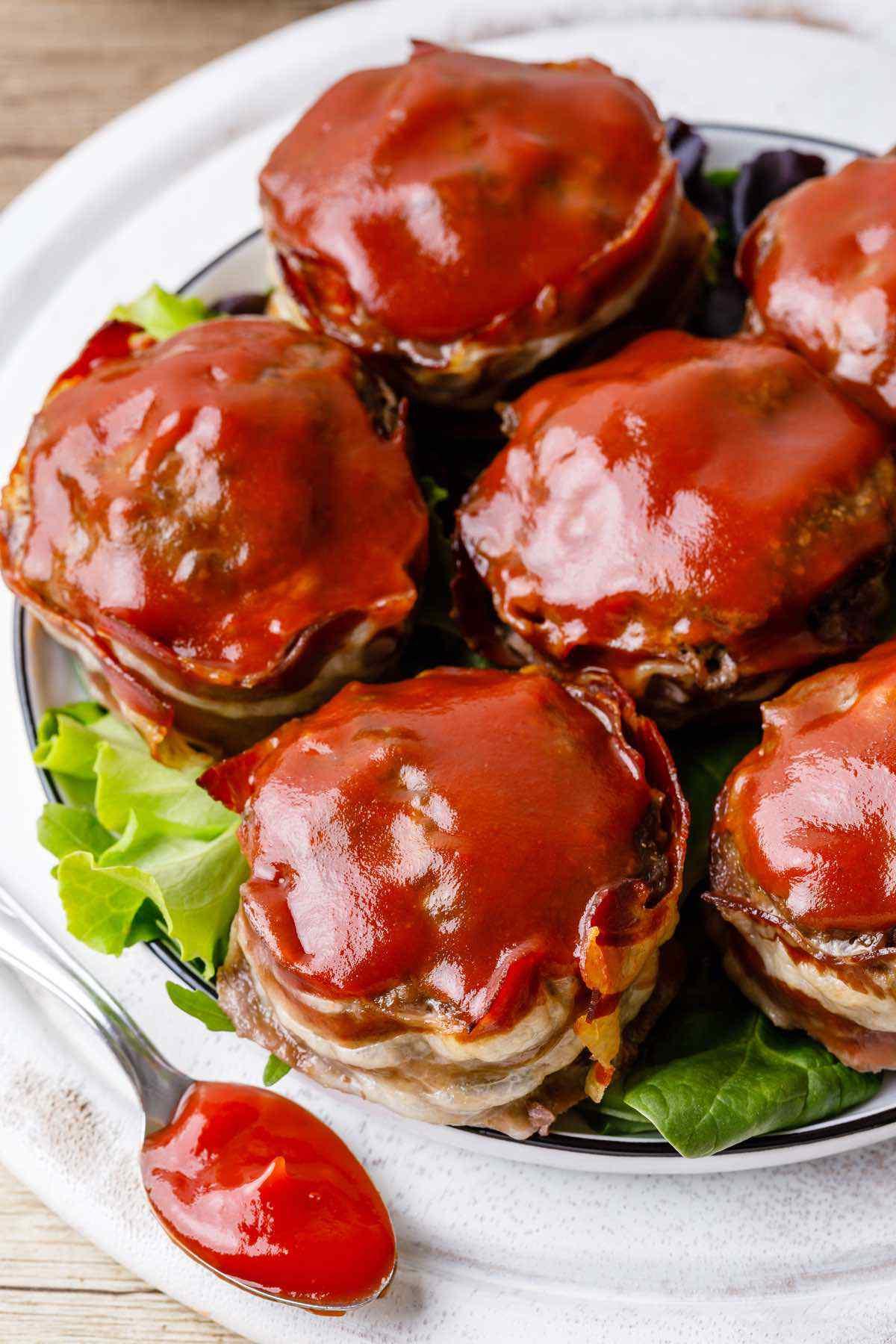 Muffins de Paleo Meatloaf envueltos en tocino