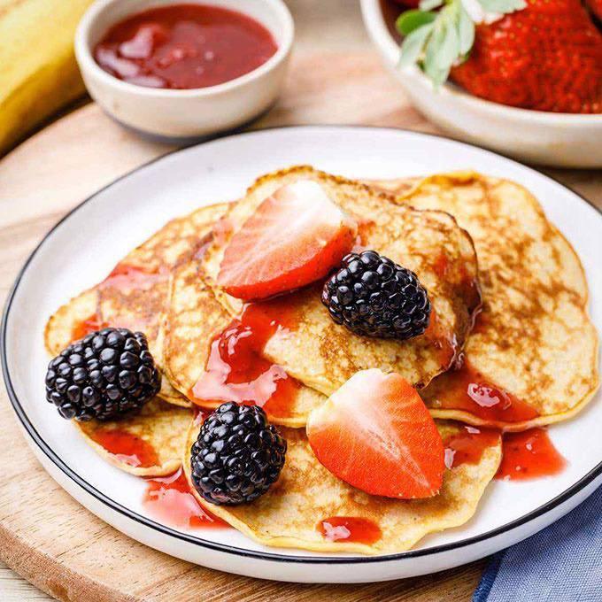 2-Ingredient Paleo Banana Egg Pancakes