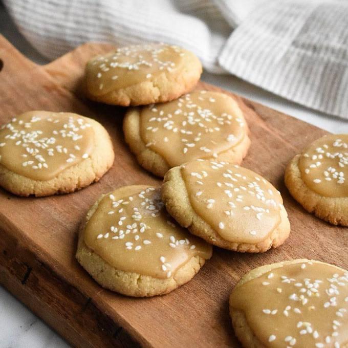 4-ingredient Salted Maple Shortbread Cookies