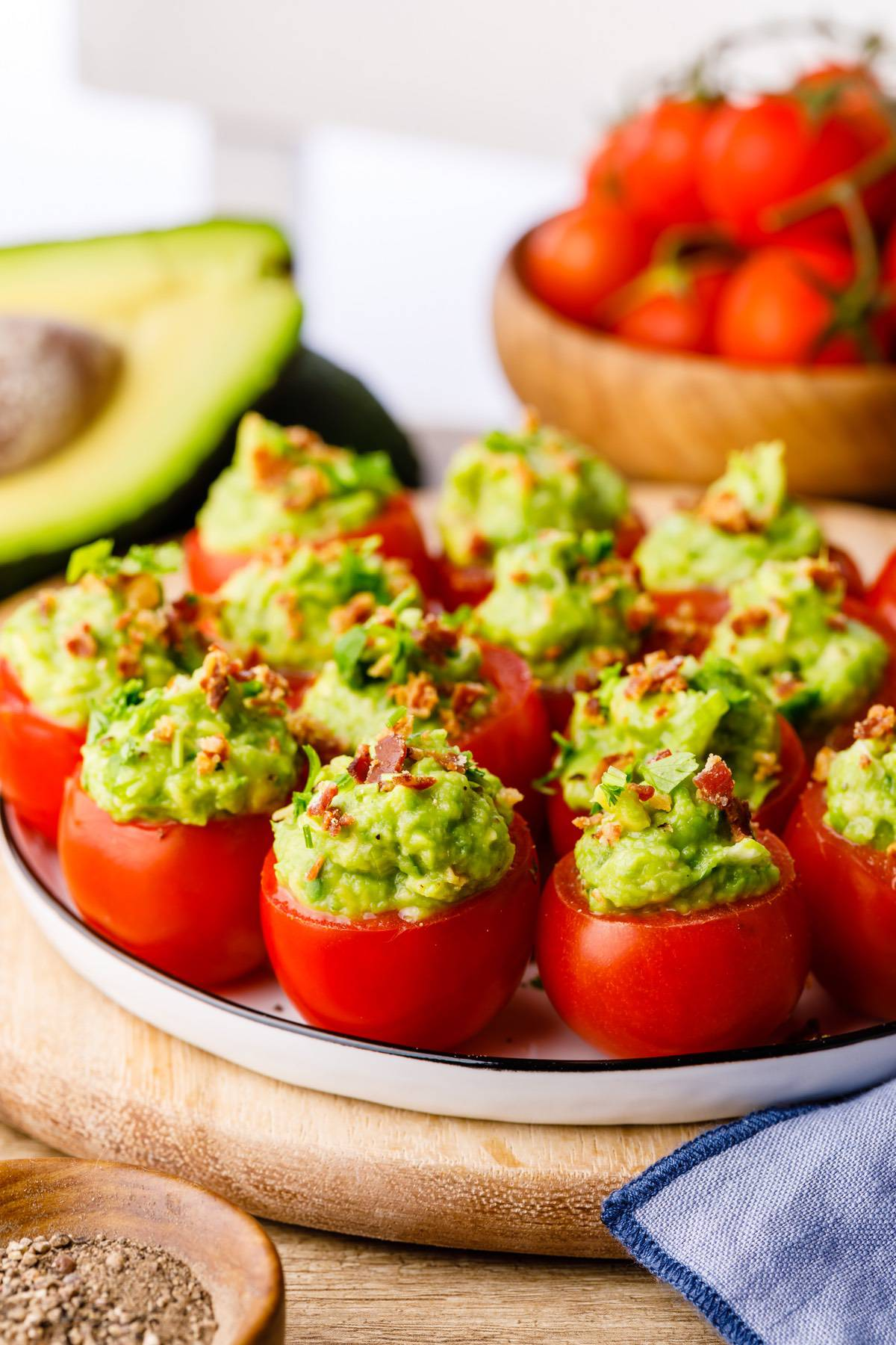Home.fit blt-tomato-bites-3 Low Carb Guacamole Stuffed BLT Tomato Bites