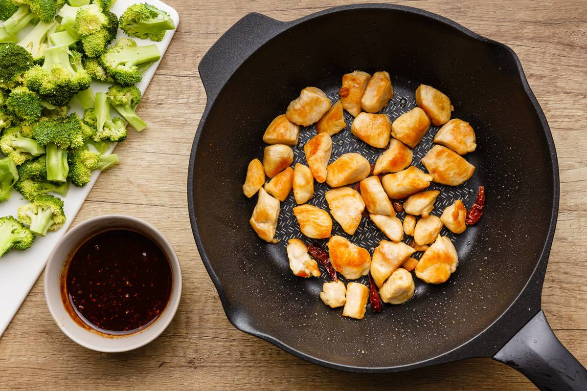 Home.fit general-tsos-chicken-skillet-2 One Pan General Tso's Chicken Skillet (Healthy Copycat)