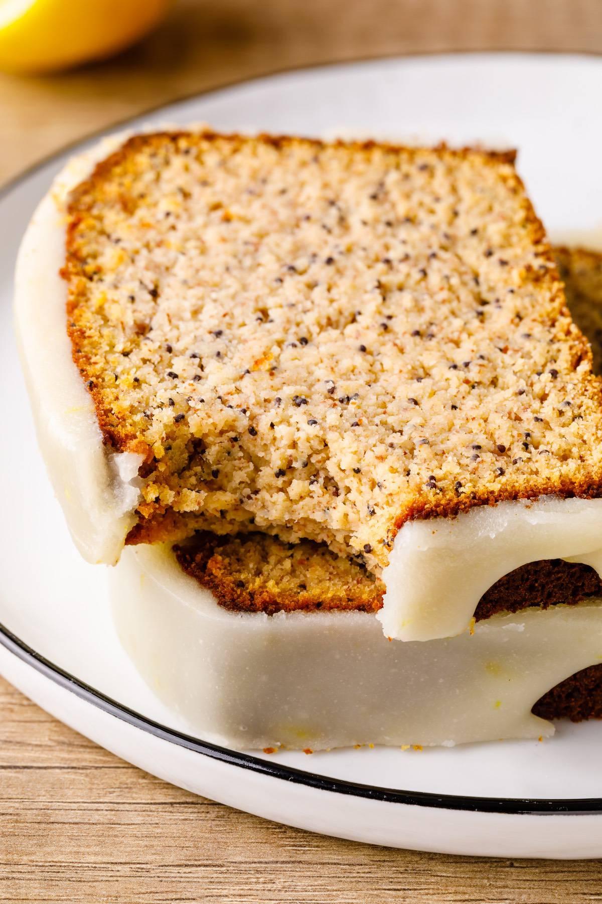 Home.fit lemon-poppy-seed-paleo-bread-8 Lemon Poppy Seed Bread (Low Carb)
