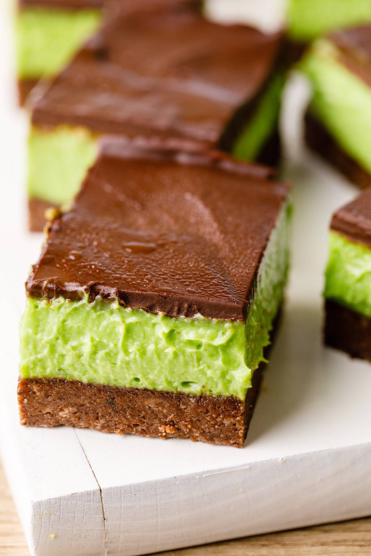 Home.fit mint-chocolate-chip-bars-7 No-Bake Mint Chocolate Chip Bars