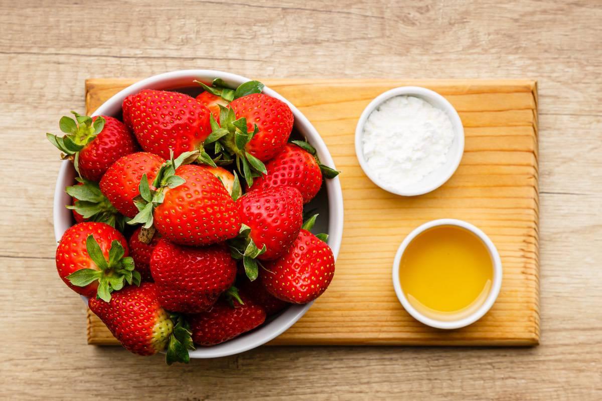 Strawberry Shortcake Crumb Bars